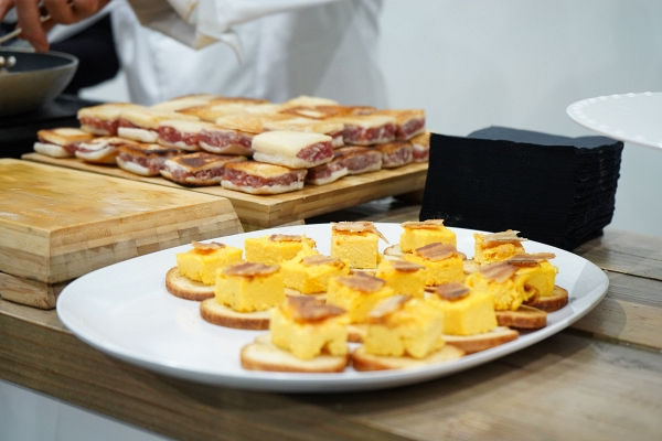IMG#1 Mo.Da by zXz A Glance at Appetizers at Cersaie Stands ;)