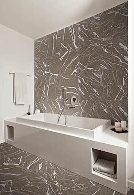 Salle de bain , couleur beige , couleur brune , imitation marbre et ...