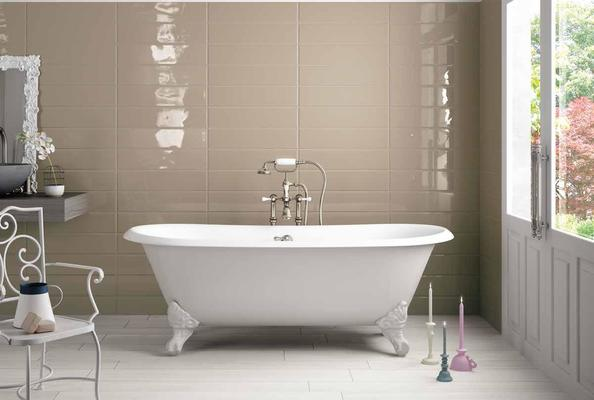 Pittura Su Piastrelle Di Ceramica : Rinnovare il bagno senza togliere le piastrelle risparmiando
